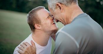 En person med utviklingshemming og en klinisk vernepleier. FO, fagforening.