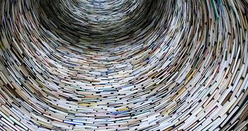 Bøker i spiral.