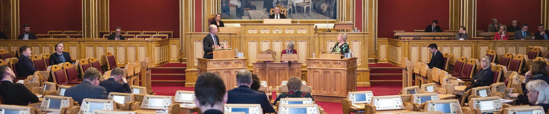 FO mener, Stortinget