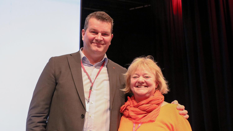 Mimmi Kvisik med LO-leder Hans-Christian Gabrielsen