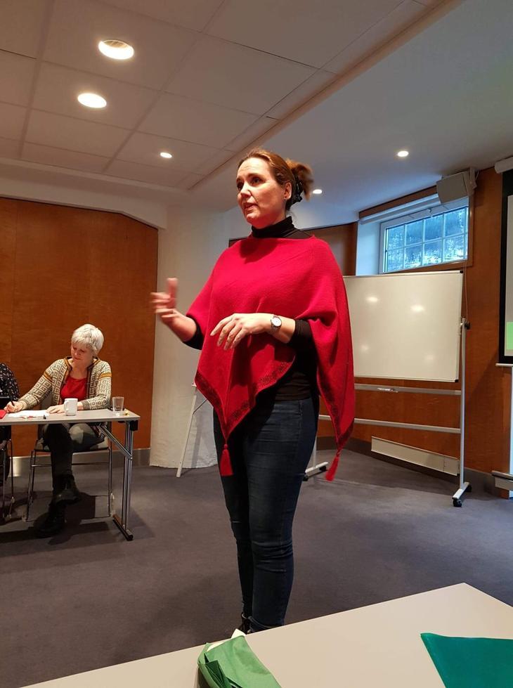 Hanne Glemmestad holder innlegg for tillitsvalgte i NAV Stat Vestland