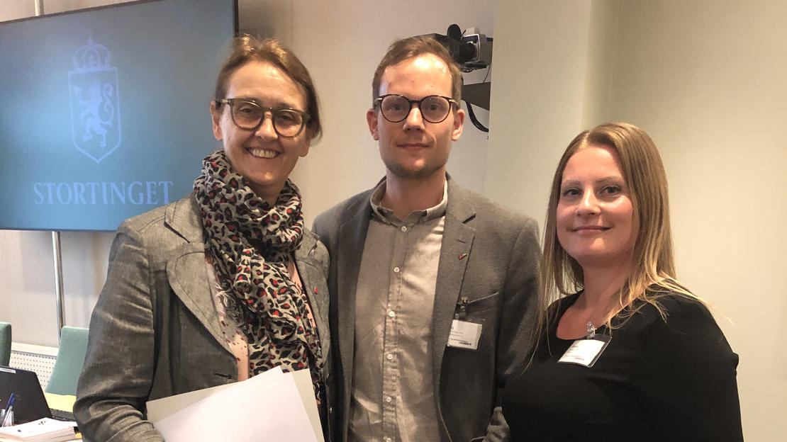 BARNEVERN: Kari Henriksen (Ap), Christian Wiik Kynsveen fra FO og Marit K. Stephansen fra Hei Erna-opprøret.