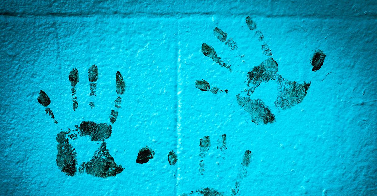 Avtrykk av hender på en vegg