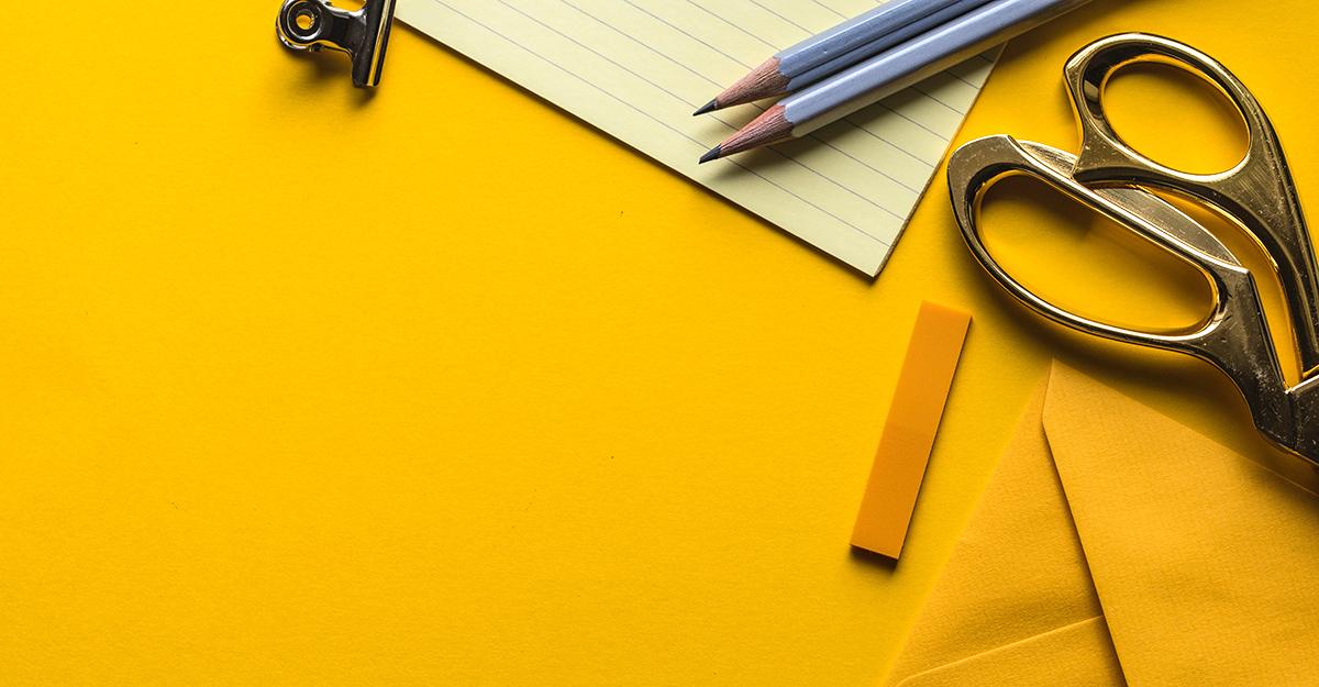Har du tillleggskompetanse? Søk FOs godkjenningsordning. Bilde av kontorpult.