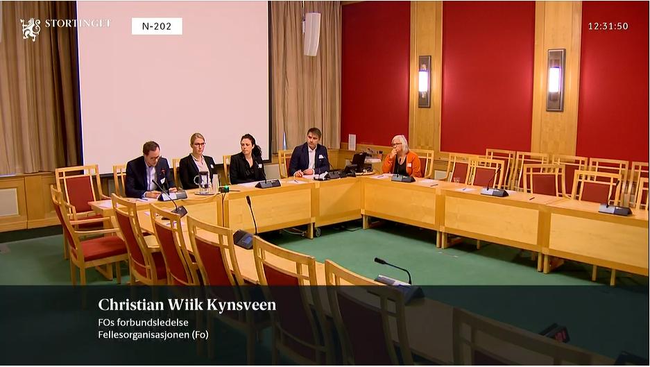 HØRING: Christian Wiik Kynsveen (til venstre) representerte FO på stortingshøring om barn og unges psykiske helse.