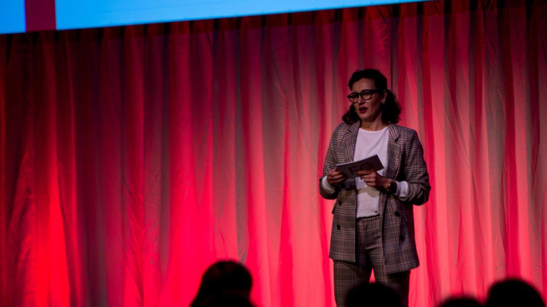 Marianne Solberg holder tale for årets FO-tillitsvalgt 2019