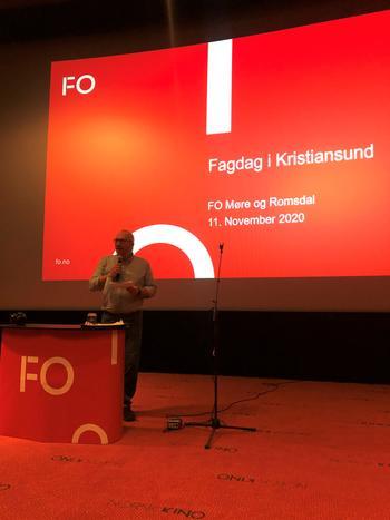 Foto: Nestleder Jarle Rovde åpner rep.skapets 2. dag. Fagdag.