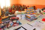 Bilde av innkjøpt utstyr, og elever i bakgrunnen.
