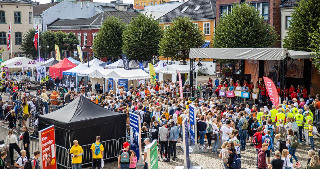 FOLKERIKT: I 2019 ble Arendalsuka arrangert for 8. sommer på rad. I løpet av uken hadde Arendal sentrum 75 200 unike besøkende.