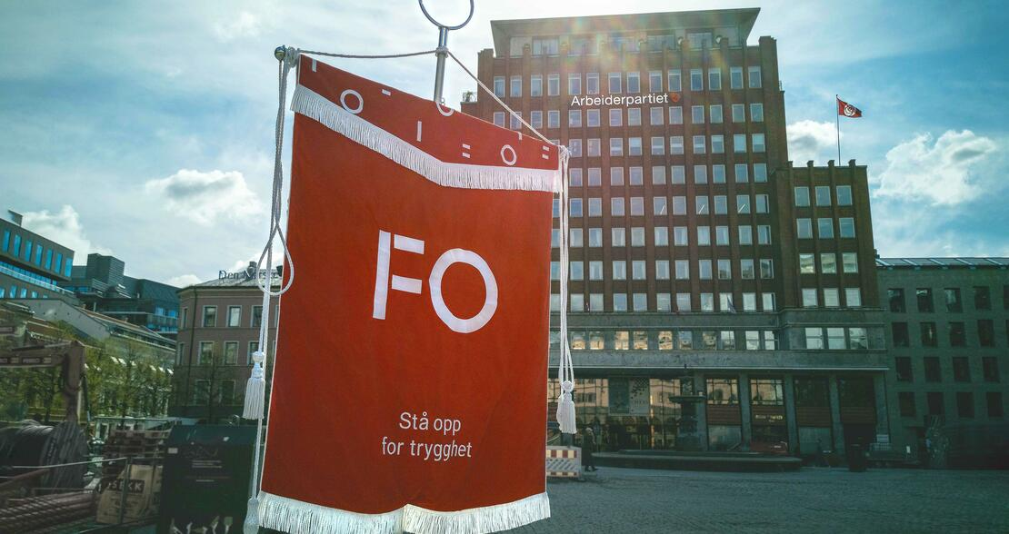 FO Fanen foran Arbeiderpartibygningen
