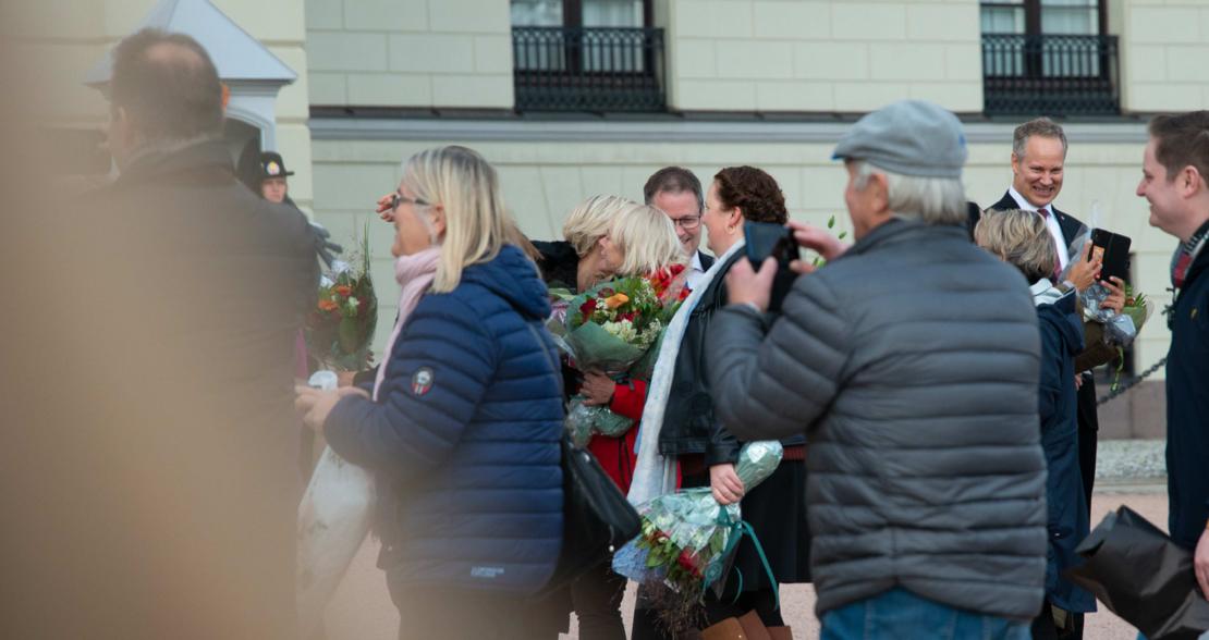 Mimmi Kvisvik gratulerer Ingvild Kjerkol med å ha blitt helse- og omsorgsminister.