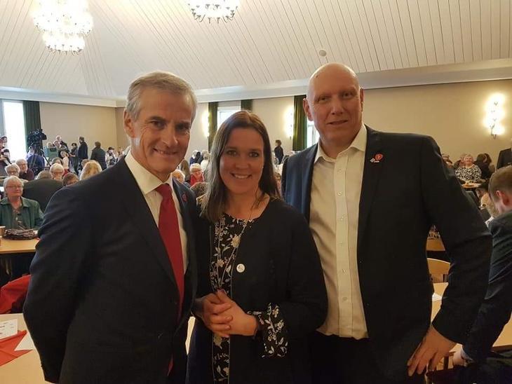 Marit S. Isaksen fra FO-ledelsen sammen med Jonas Gahr Støre og leder av FO Hedmark, Olav Neerland