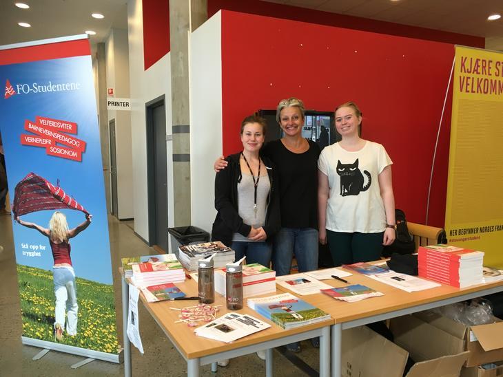 Klare for å ta i mot studenter på stand ved Universitetet i Stavanger