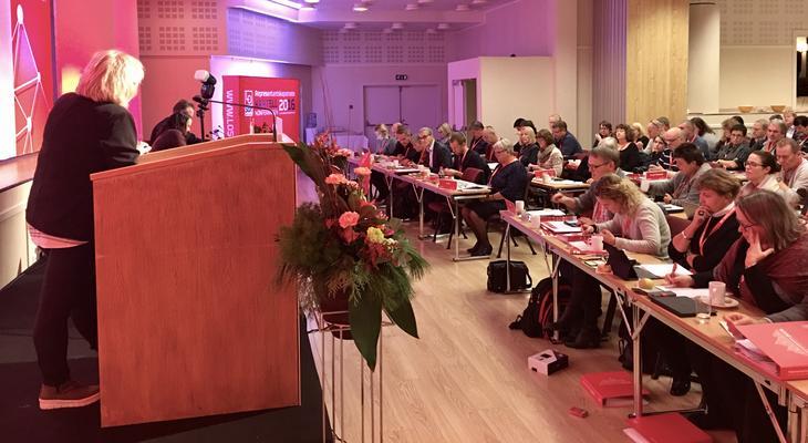 FO-leder Mimmi Kvisvik spør Ap-leder Jonas Ghar Støre om AP i regjering kan sikre kommunens økonomi