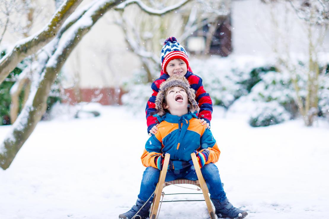Illustrasjonsfoto: barn på kjelke